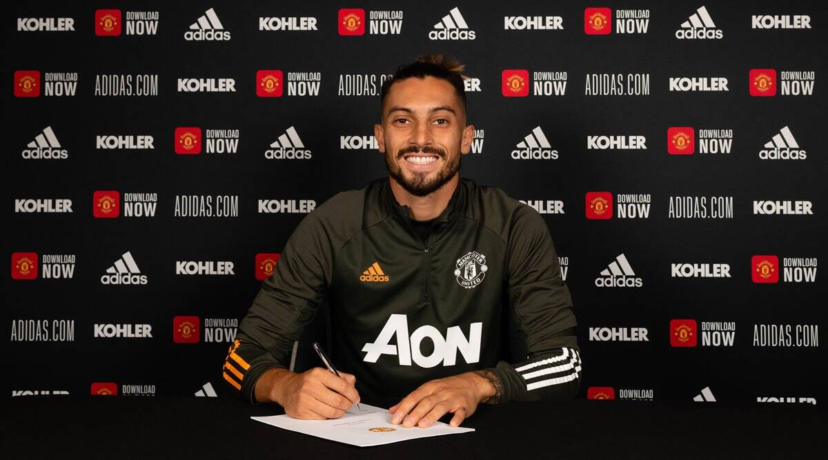 Manchester United sign Brazilian left back Alex Telles from Porto